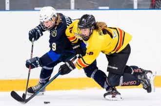 KalPan kanssa mitalia jahtaava 18-vuotias maalitykki Elisa Holopainen viihtyy hyvin Kuopiossa