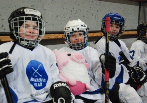 Aasiasta Euroopan kautta Pohjois-Amerikkaan - IIHF Global Girls' Game oli Suomessakin tyttökiekon juhlaa - Kuvia…