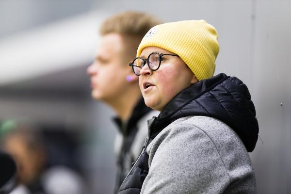 """KalPan hopealle valmentanut Marjo Voutilainen: """"Pääsimme ensimmäistä kertaa konkreettisesti tavoittelemaan yhteistä unelmaamme"""""""