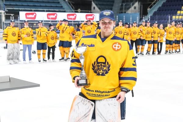 Lukon maalivahti Alex Mäkelä U20 SM-sarjan playoffsien MVP – Vastaanotti Ville Peltonen -palkinnon
