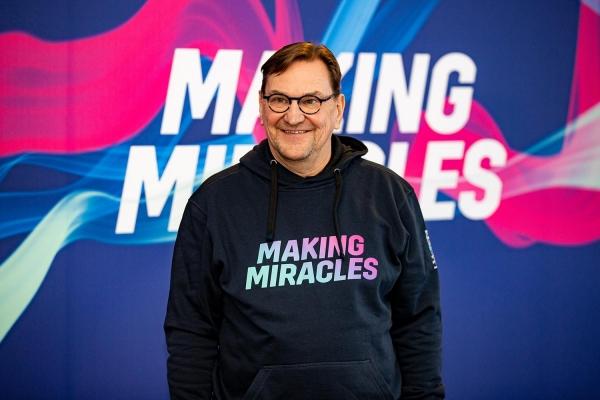 """Vuoden 2022 MM-kisojen pääsihteeri Heikki Hietanen: """"Kotikisojen teema ja slogan on Making Miracles"""""""